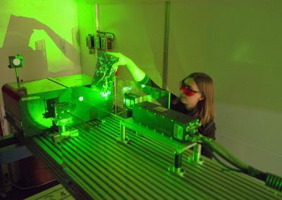Au labo, départ du laser